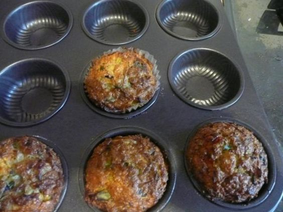 Montignac vegetable muffins (leek, zucchini, bell peppers, oat bran, eggs. hard cheese)