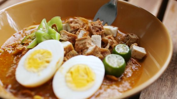 Mee Rebus is a popular hawker dish amongst many of us in both Malaysia and Singapore. What makes this unique dish is the combination of yellow noodles with it's thick and spicy gravy. While we all know how tasty this gravy is, what's surprising is that the consistency of the sauce comes from mashed sweet…