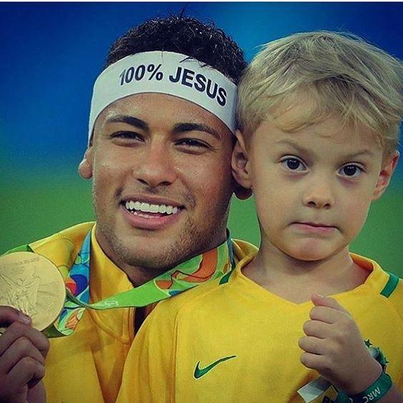 Neymar jr con su hijo