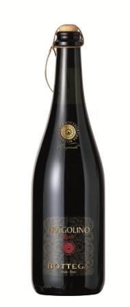 """#BOTTEGA #Fragolino Rosso Frischer, lebendiger italienischer #Schaumwein mit intensivem Bouquet von Walderdbeeren. Er eignet sich hervorragend als #Aperitif, #Degistif zu Gebäck oder einfach so als #Terrassenwein.  Oder Sie probieren den """"Fragolino Spritz"""": 2/3 Fragolino, 1/3 #Prosecco, Eiswürfel und Erdbeere dazu und Sie haben einen köstlichen Aperitif."""