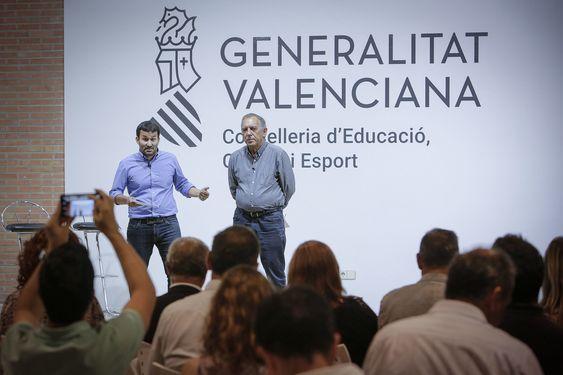 El conseller de Educación, Vicent Marzà, y el secretario autonómico, Miguel Soler, durante una charla. JOSÉ CUÉLLAR