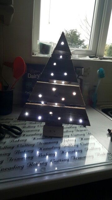 Mini pallet Xmas tree with LED lights