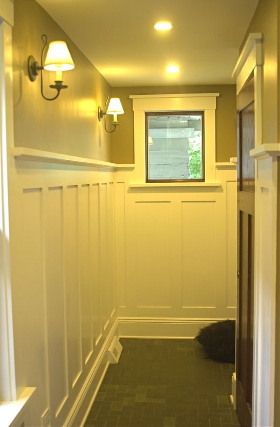 Craftsman bungalow board and batten wainscoting home for Hallway bathroom ideas