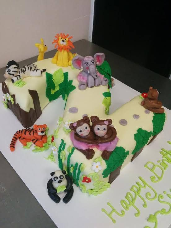 Zoo animal cake for a kid's birthday