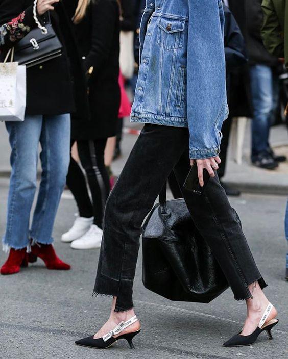 #parisfashionweek | 📸  @thestreetpie #streetstyle #fashion #blogger #fw17 #fashionweek #pfw #dior #jadior: