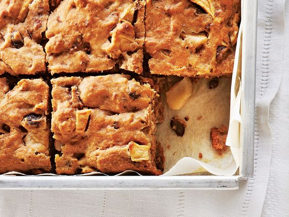 With the perfect ratio of apples to cinnamon, this moist applesauce cake will quickly become a family favourite.