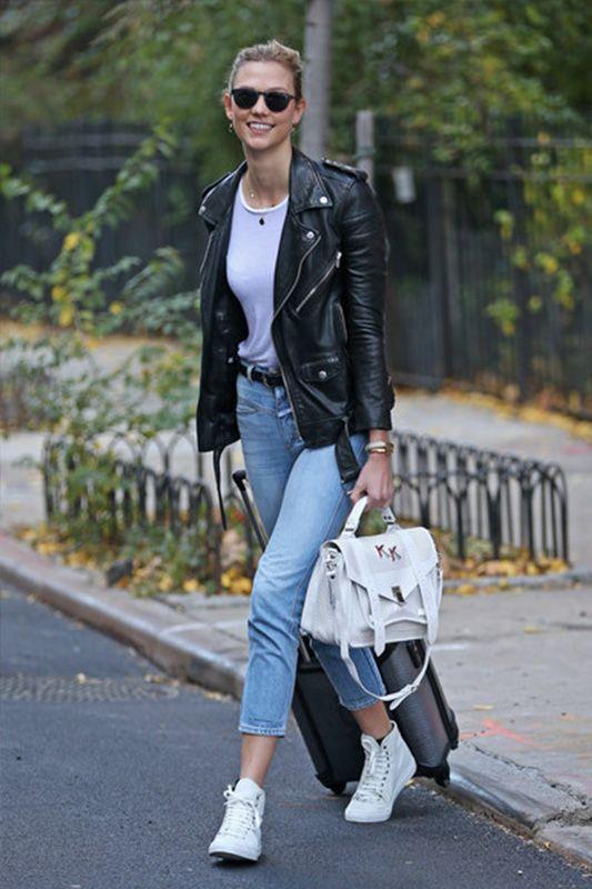 超模 Karlie Kloss 完美示範: 1 條牛仔褲打造 3 個不同造型!