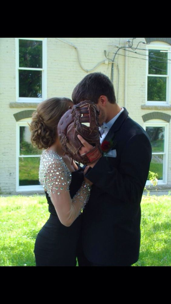 Prom pictures Baseball/Softball couples