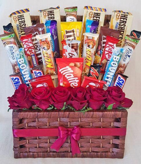 سلة شوكولاتة متنوعة مع زهور أرسل في عمان In 2021 Chocolate Basket Community Helpers Activity Gift Wrapping