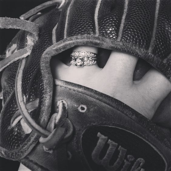 Baseball glove engagement picture idea! ❤️⚾️