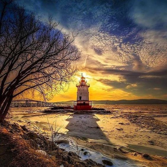 #Repost @andresfsilvaa with @repostapp  #lighthouse #landscape ... by Edward Reese.