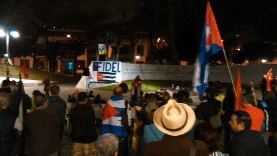 Cubanos y canarios enarbolaron nuestra bandera en el Parque de la Feria, Las Palmas.Ulises Barquín: