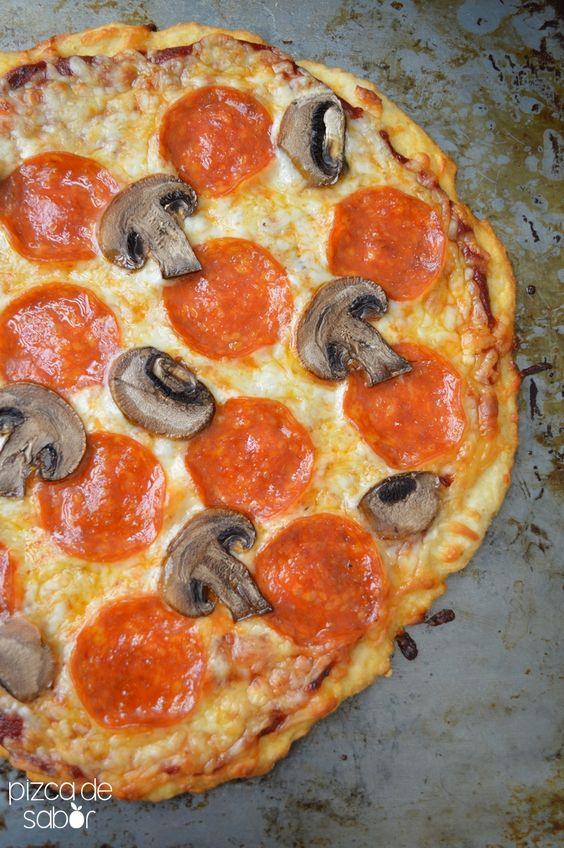 Con solo tres ingredientes y lista en 30 minutos o menos. Esta masa de pizza les va a encantar ya que es muy fácil de preparar y deliciosa. Paso a paso.