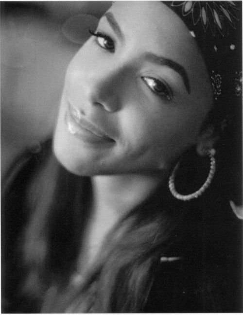 Aaliyah was a beautiful girl who could sing and who was also a model,dancer and also an actress.
