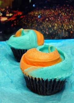 Magnolia Bakery's Lola Cupcake!  Well, here's your chance. Magnolia Bakery has unveiled the Lolla cupcake ($3.50), which is available in vanilla or chocolate, then topped with a blue and orange swirl of vanilla buttercream.  For every cupcake sold, $1 will go to Rock for Kids, a local non-profit organization that offers music education to underserved Chicago children.