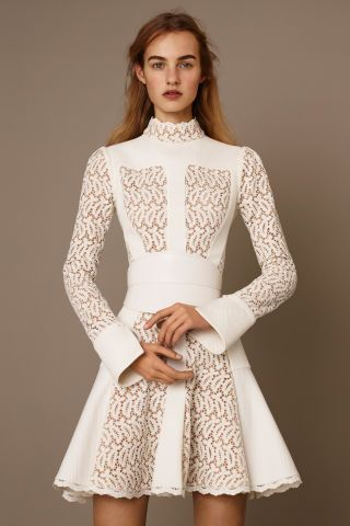 Alexander McQueen, Pre-fall 2015 The Road to My Avennyou - An Upgrade for Lace