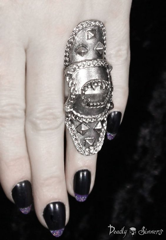 Vampire Fangbang Knuckle Ring