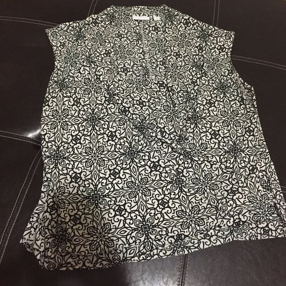 New York & Co. Blouse White/black floral pattern blouse. Recently lost weight so does not fit as it should. Great for work. New York & Company Tops Blouses