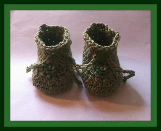 Shamrock Baby Booties Handmade Crochet Newborn to 3 months by HaldaneCreations on Etsy
