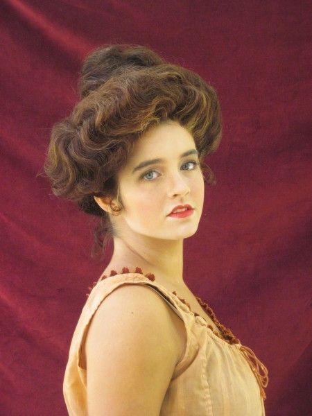 Maur–GibsonGirl 1910s Edwardian hairstyle