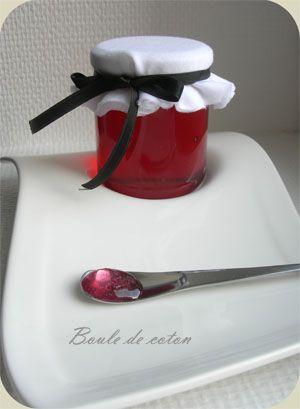 GELEE DE LAVANDE (55 cl de jus de pomme, 7 g de fleurs de lavande alimentaire, 450 g de sucre gélifiant pour confitures)