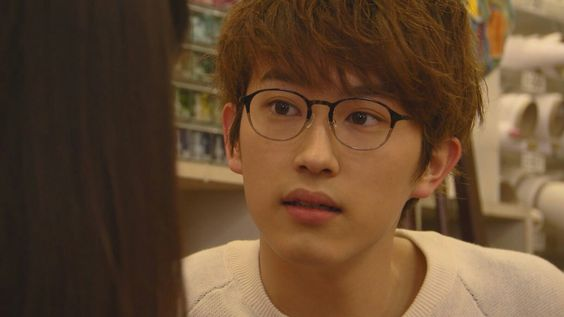 メガネを掛けた杉野遥亮の高画質画像