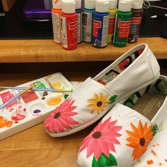 Estampado floral lienzo pintado zapatos por LeShelDesigns en Etsy