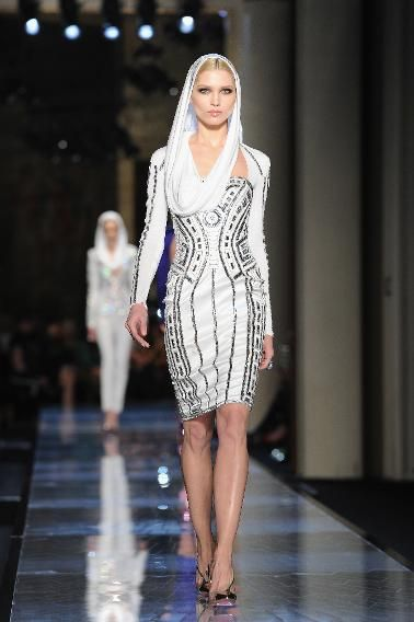 We're not entirely certain Donatella Versace had the intergalactic series in mind, but the graphic lines in this dress certainly remind us of R2-D2. And that headscarf is totally giving us Queen Amidala vibes.
