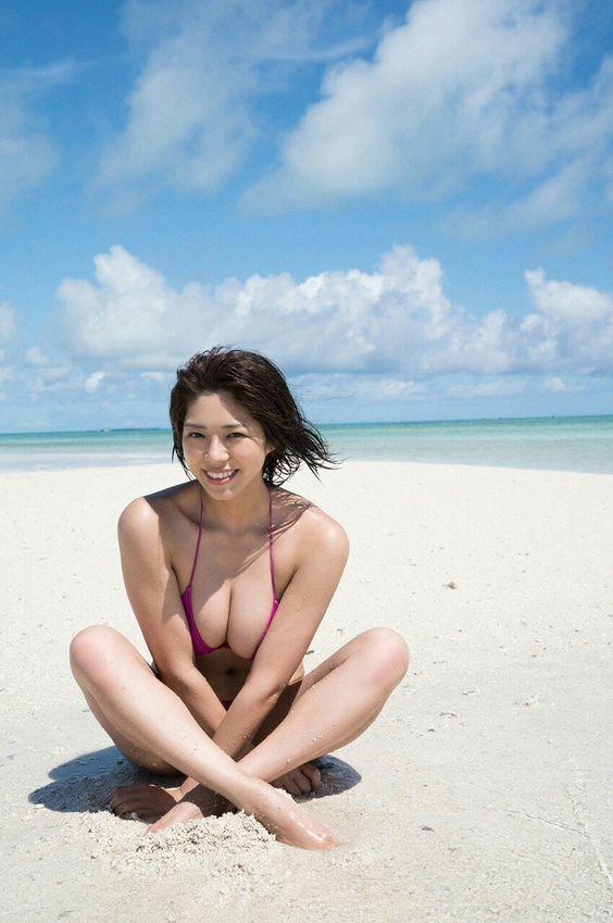海辺の美女・わちみなみのエロ可愛い画像