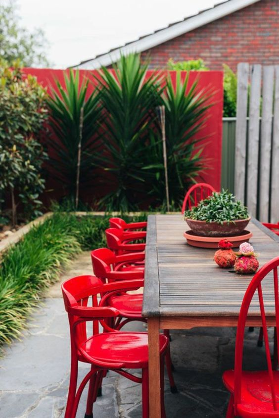 Salons rouge and tables on pinterest for Meubles jardin pas cher