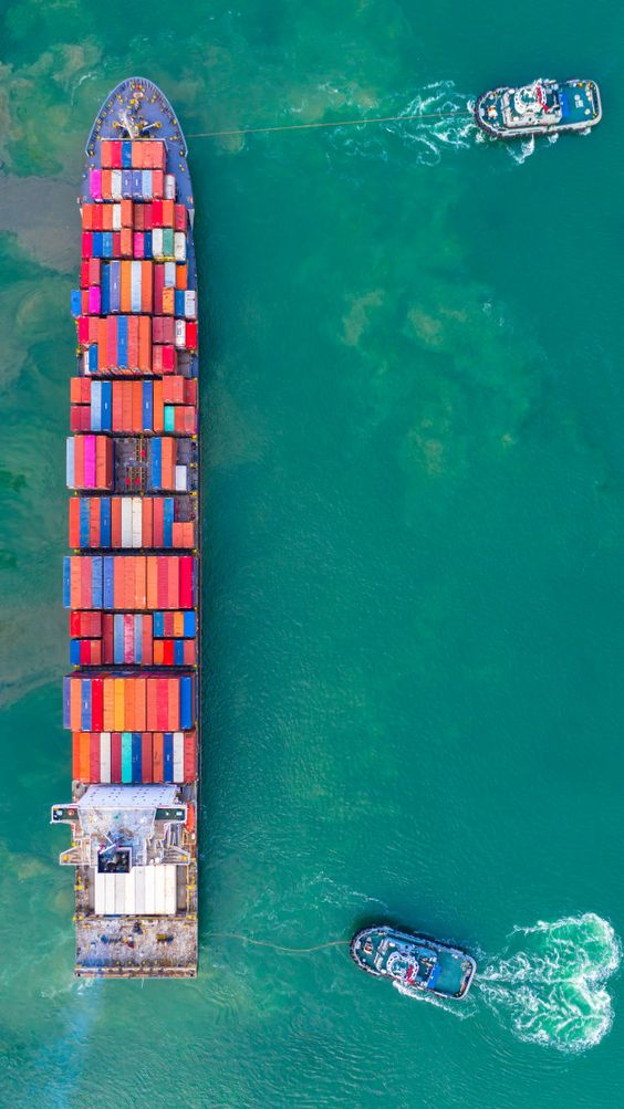 Container ship working at industrial port, business import and export logistic and transportation of international. Download at freepik.com now! #Freepik #photo #transport #car #city #publictransport #vehicle #ship #boat