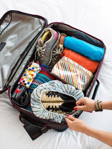 Use uma touca de banho para evitar que seus sapatos entrem em contato com o resto de suas roupas.