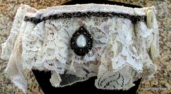 Bracelet manchette lacet avec Vintage Trim par PursenicketyBags