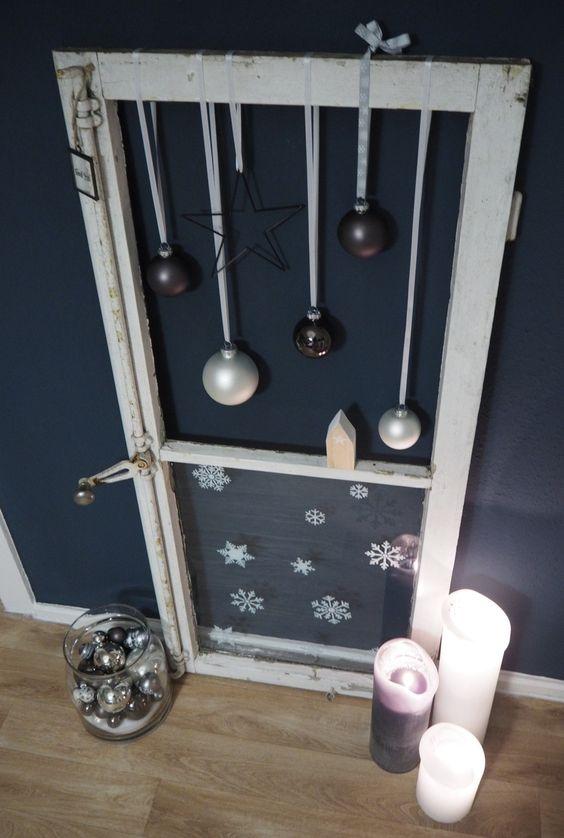 Weihnachtlich dekoriertes fenster fensterladen deko - Holzwurm im fensterrahmen ...