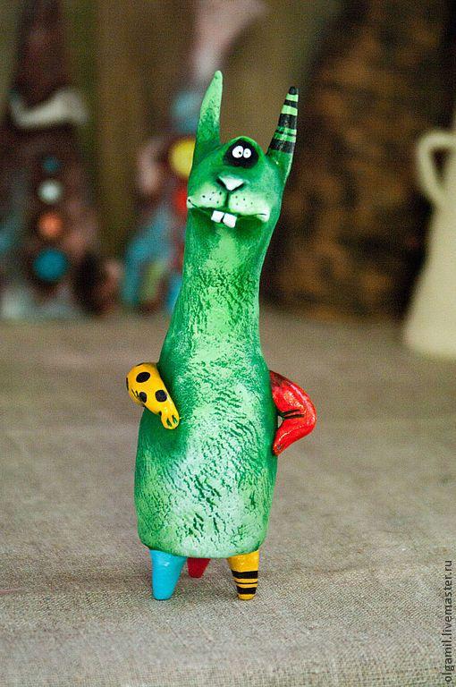 Смешной заяц игрушка