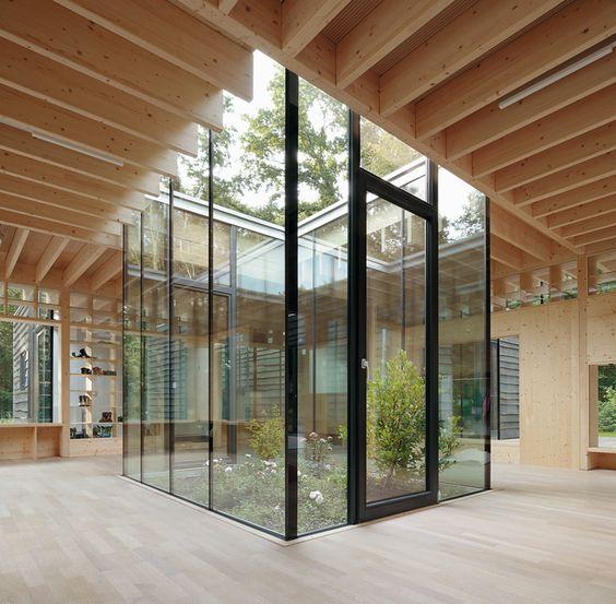 Kraus sch nberg kinderkrippe hamburg courtyard for Interior and exterior design schools
