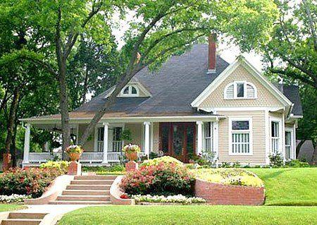 Interessant: Das repräsentative Bungalow-Haus ist mit billiger Dachpappe eingedeckt.  © Ken Hurst - Fotolia.com