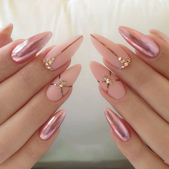 Simple Nail Styles Are Popular At Holiday Parties Page 41 Of 51 Sciliy Metallic Nail Art Metallic Nails Nail Effects