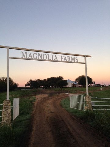 Joanna gaines blog joanna gaines and fixer upper on pinterest for Magnolia farmhouse