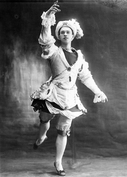 Vaslav Nijinski, in Le Pavillon d'Armide, 1907 chorégraphie Michel Fokine musique Nikolai Therepnin livret Alexandre Benois
