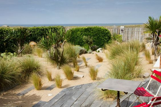 jardin de bord de mer jeux de cheminements et terrasse en ch ne cr ation sarl pain concept. Black Bedroom Furniture Sets. Home Design Ideas