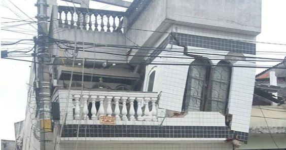 Com roupa do corpo, família deixa casa com risco de desabar em SP Quatro residências foram interditadas na segunda-feira pela Defesa Civil. Família alega que não tem condições financeiras de demolir a casa.