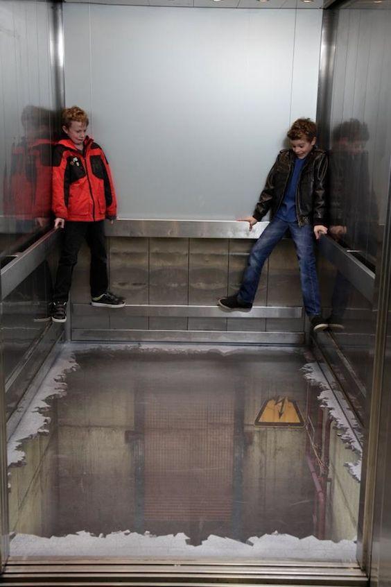Ilusión óptica en un ascensor