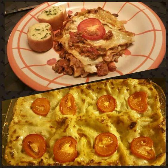 Scrumptious homemade lasagne & crispy garlic bread :))