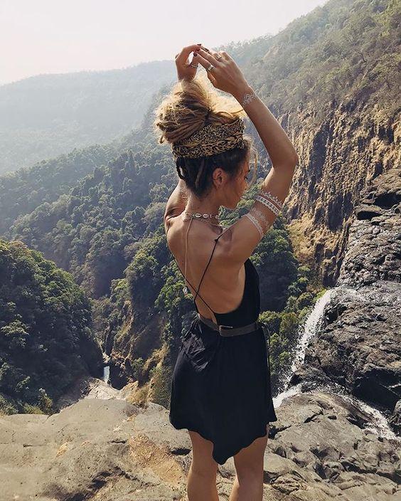 """ALISA BELOCHKINA en Instagram: """"2 часа на байке и 40 минут пешком по камням и, вуаля, одно из самых красивых мест в #гоа . . . На мне наше платье @mockniwear . . ????…"""""""