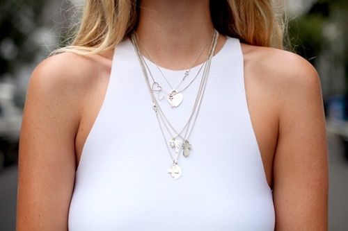 We Heart It의 이미지 https://weheartit.com/entry/58262711/via/248235 #blog #fashion #jewelry #white #theyallhateus