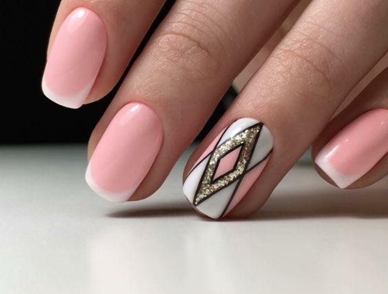 Le unghie rosa sono una scelta elegante, romantica, adatta a tutti i giorni ma anche per eventi importanti come le cerimonie