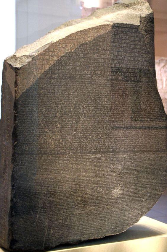 Pierre de Rosette. Stèle exposé au British Museum.