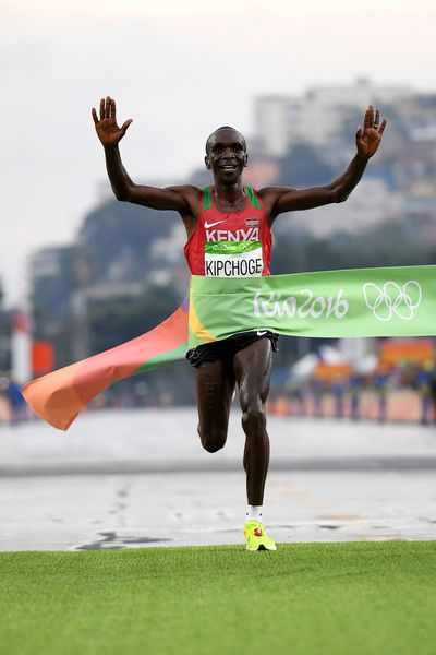 Eliud Kipchoge of Kenya celebrates as he crosses the line to win gold during the Men's Marathon on Day 16 of the Rio 2016 Olympic Games at Sambodromo on August 21, 2016 in Rio de Janeiro, Brazil.
