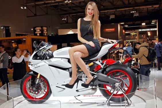 Ducati Panigale 1299, Monster 1200 R, Panigale 959, XDiavel, Hypermotard 939, Multistrada und weitere Scrambler. Ducati lässt es 2015/16 mal so richtig knallen – WOW!! Ein Bike schöner als das andere, jedes voller Emotionen, ein waren Feuerwerk was…